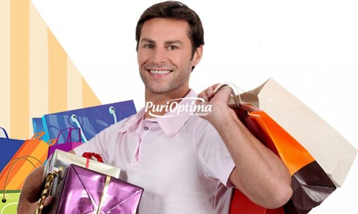 Barbat la cumparaturi